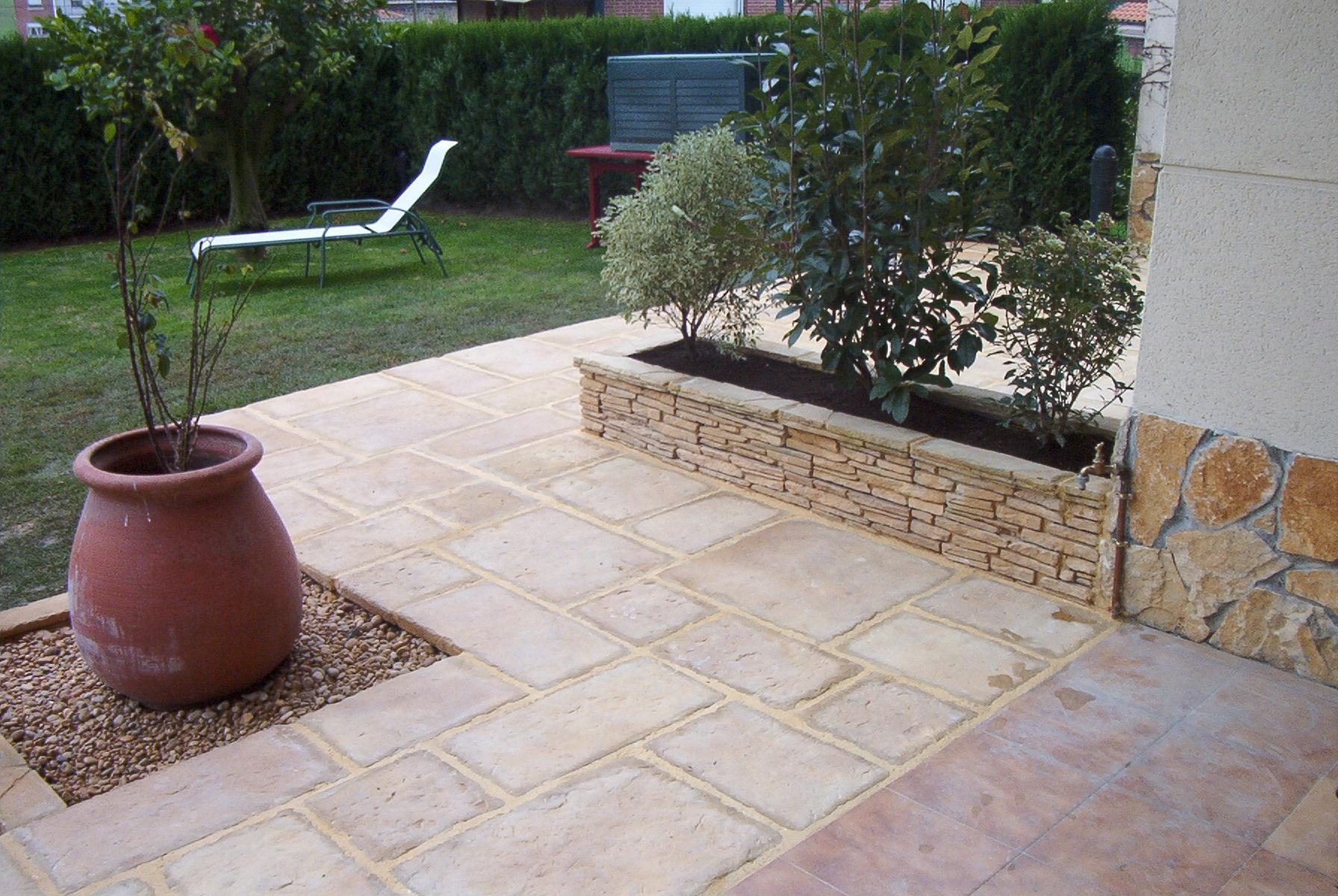 Jardineras sobe suelo de piedra bioklan - Suelo de piedra ...